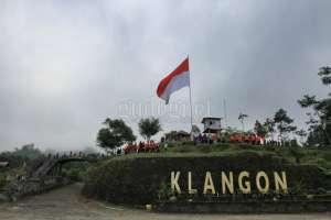 Bendera Merah Putih Raksasa Berdiri di Bukit Klangon Lereng Gunung Merapi