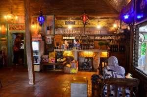 Ibaia Coffee, Interior Klasik dan Gemericik Air