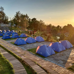 Watu Tapak Camp Hill, Berkemah Seru dengan Pemandangan Sunset