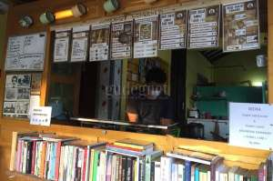 Bersantap dan Baca Buku di Sego Bakar Mbah Kakung