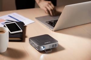 Datascrip Kenalkan Proyektor Nirkabel Mini Canon MP250