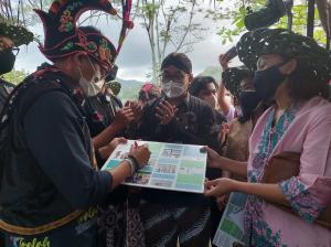 Kunjungi Desa Tinalah, Kulonprogo, Menparekraf Sandiaga Uno Apresiasi Aplikasi 'Mbak Dewi'